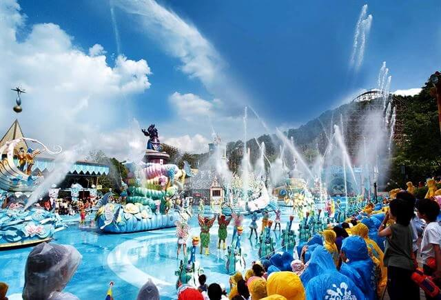 Theme Park in Korea has many festival to celebrate summer holiday