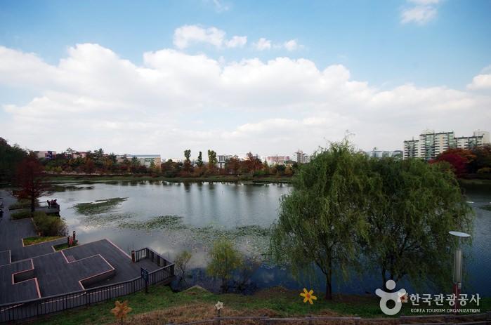 Taman Danau Seoseoul