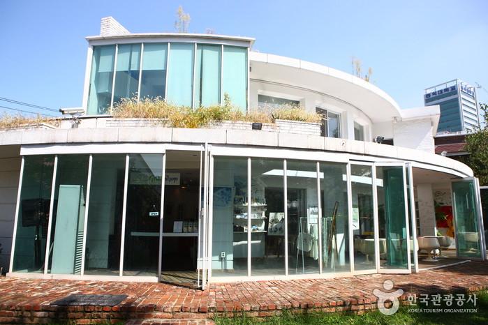 Yoon's Color (Four Seasons House)