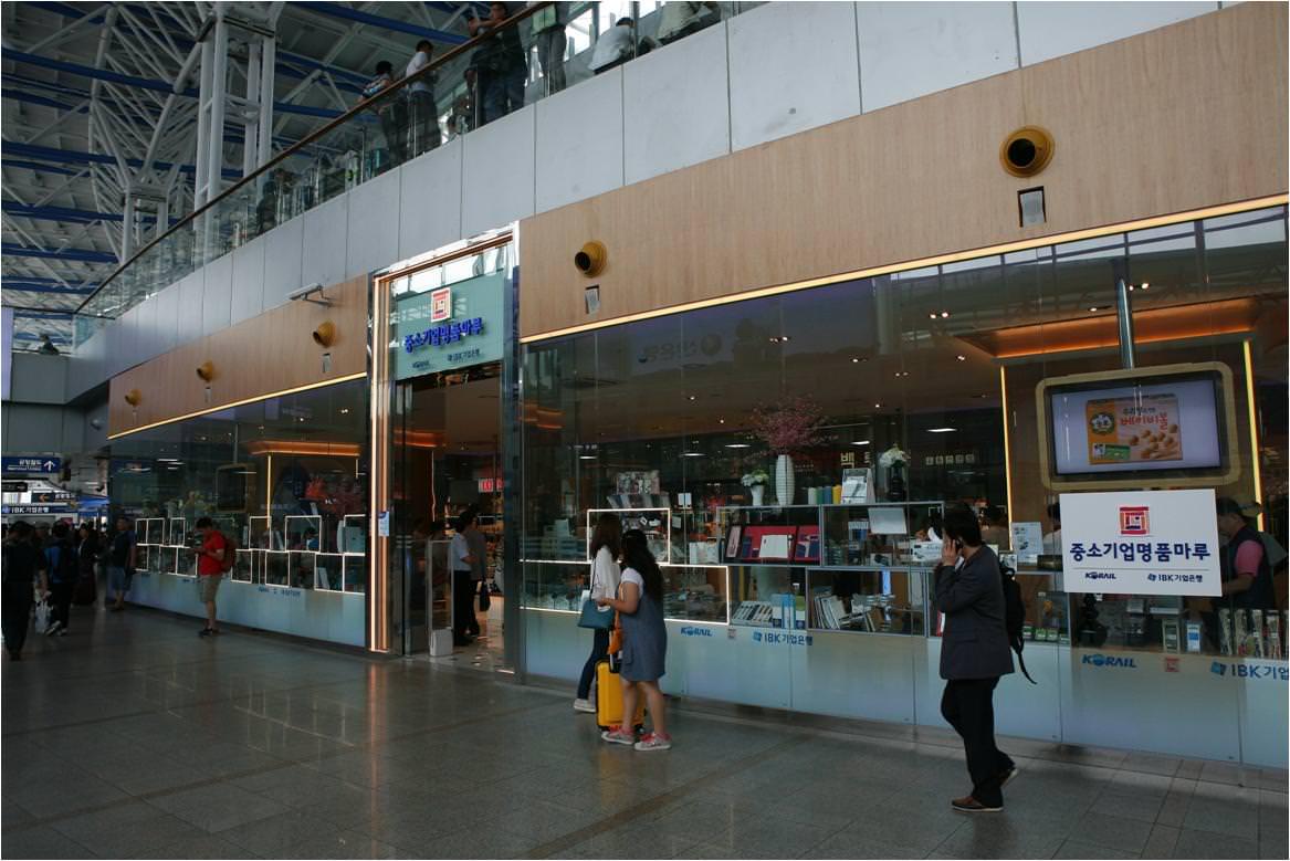 Toko Suvenir SME Myeongpum Maru Inc. Persembahan Korail Tourism Development - Cabang Stasiun Seoul