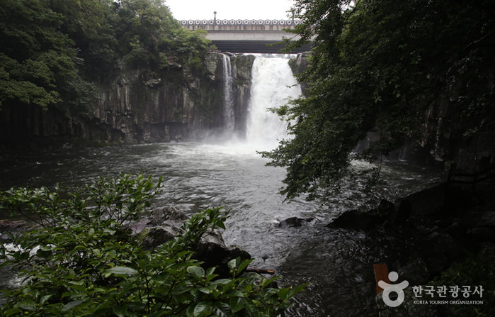Air Terjun Cheonjeyeon