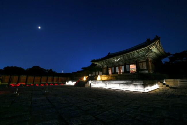 Kunjungan Malam Istana Changgyeonggung Tersedia di Tahun 2019