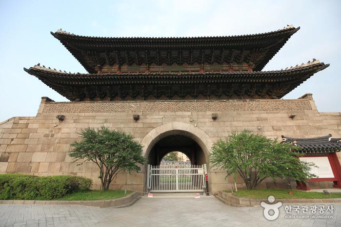 Gerbang Dongdaemun (Gerbang Heunginjimun)