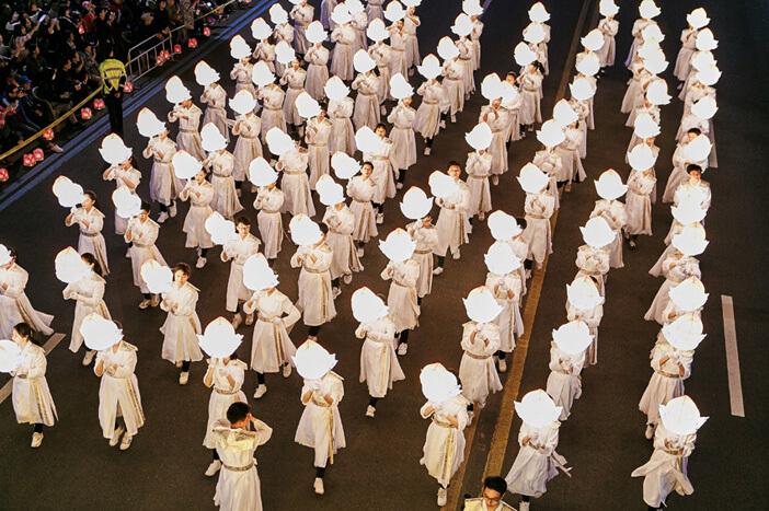 Pesona & Kegembiraan Tradisional Bertemu di Festival Lentera Teratai