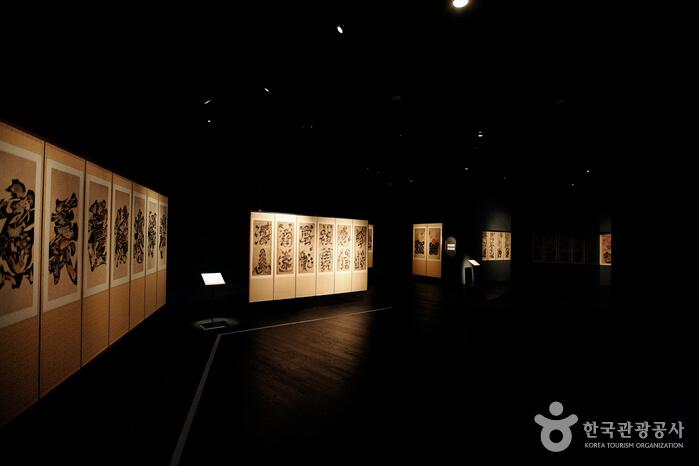 Pusat Kesenian Horim (Museum Horim Sinsa) (호림아트센터(호림박물관-신사분관))
