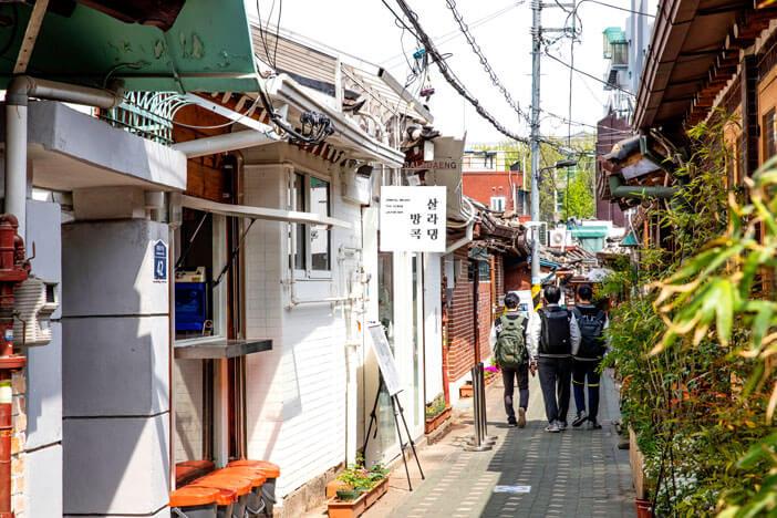 Menjelajahi Ikseon-dong, sebuah harta karun di pusat kota