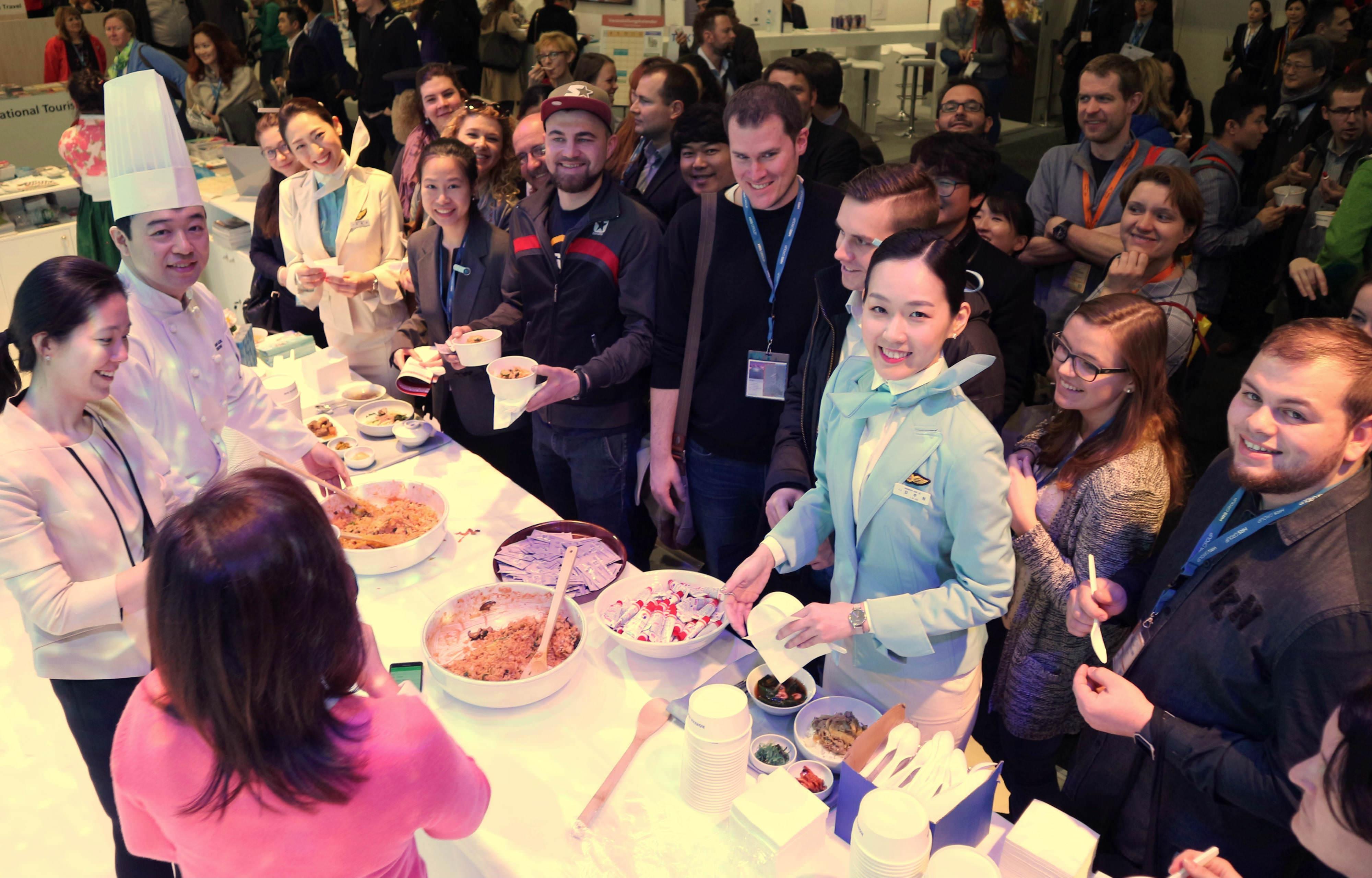 """Korean Air Hadirkan Makanan Khas Penerbangan """"Bibimbap"""" di ITB 2017"""