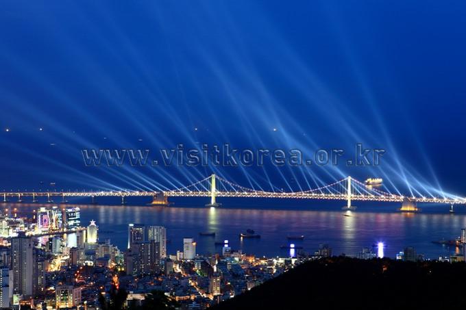 Laser Show at Gwangandaegyo Bridge