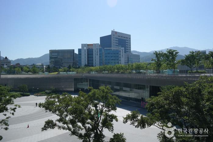 Pusat Budaya Asia (Asia Culture Center)