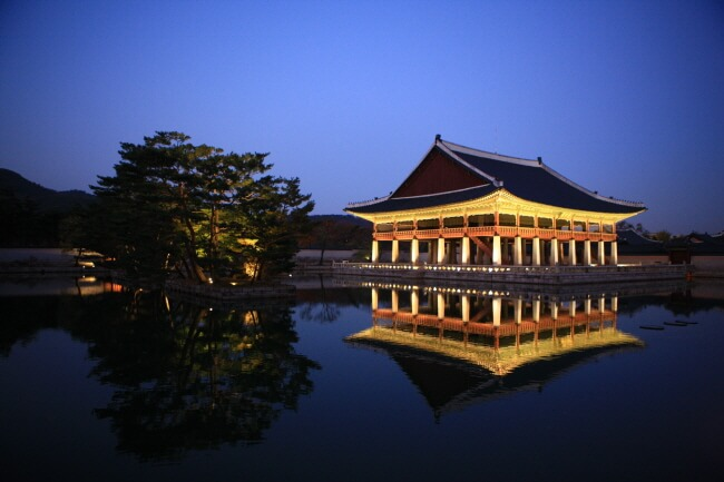 Nikmati Pengalaman Istimewa di Wisata Cahaya Bintang Istana Gyeongbokgung