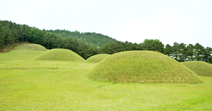 Buyeo Neungsan-ri Ancient Tombs dan Buyeo Naseong Fortress