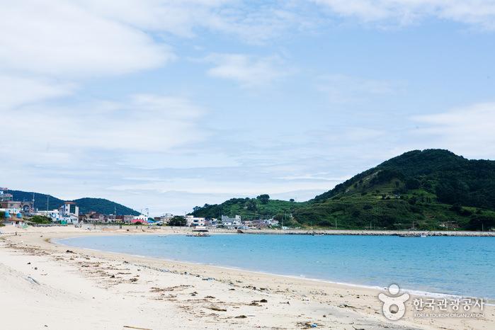 Pantai Gujora di Gyeongsangnam-do