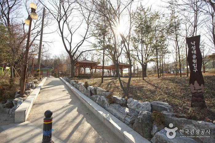 Taman Nakseongdae Gunung Gwanaksan