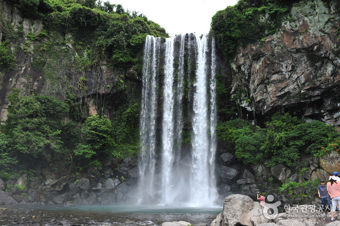 Air Terjun Jeongbang