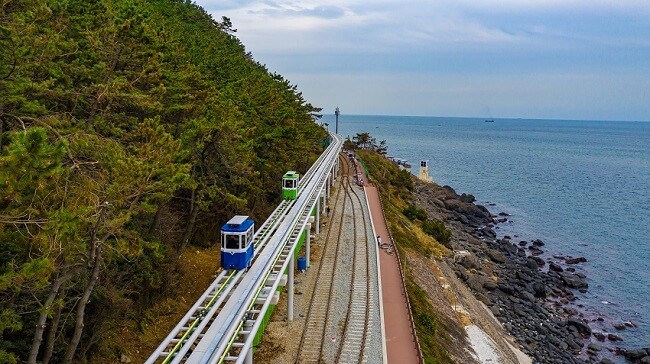 Rel Kereta Api yang Tertutup Dibuka Kembali Sebagai Haeundae Blueline Park