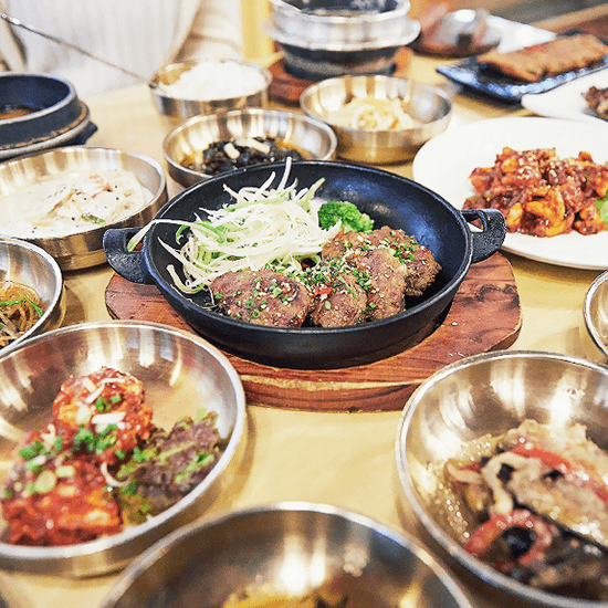 Meja Korea d'hote dengan Nasi Icheon