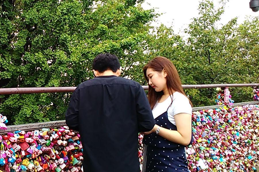 Abadikan Cinta dengan Gembok Cinta di N Seoul Tower