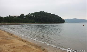 Pantai Naro Wuju (나로우주해수욕장)