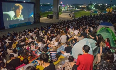 Nikmati Movie Night di Tepi Sungai Hangang