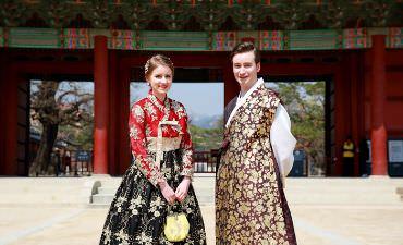 Menjelajahi Seoul Menggunakan Hanbok