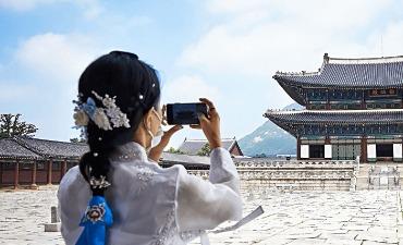 Menjelajahi Istana dengan Hanbok