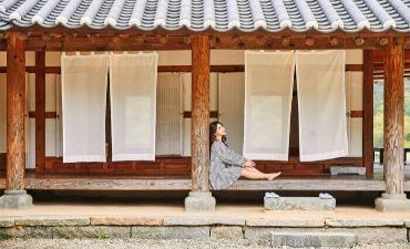Mengikuti BTS ke Tempat-Tempat Tradisional