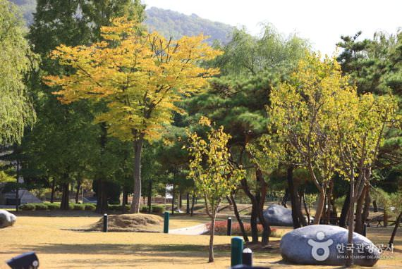 Taman Persimpangan Tiga Arah Cheonan