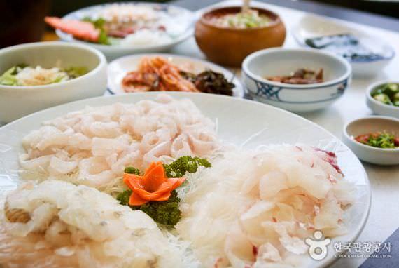 Restoran Dongbaekseom Hoetjip