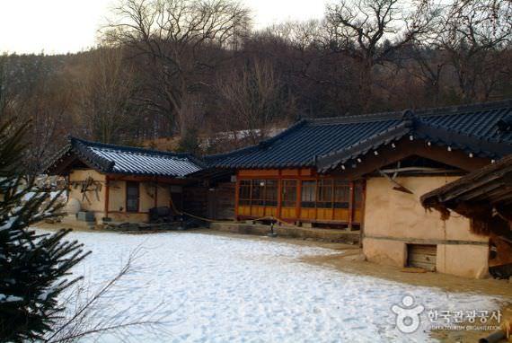 Desa Kebudayaan Lee Hyo-Seok