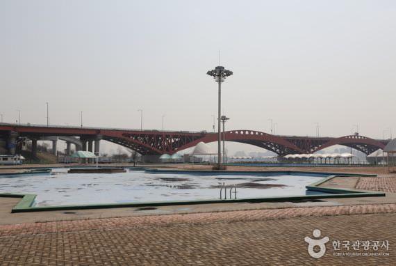 Kolam Renang Luar Ruangan Taman Mangwon Hangang