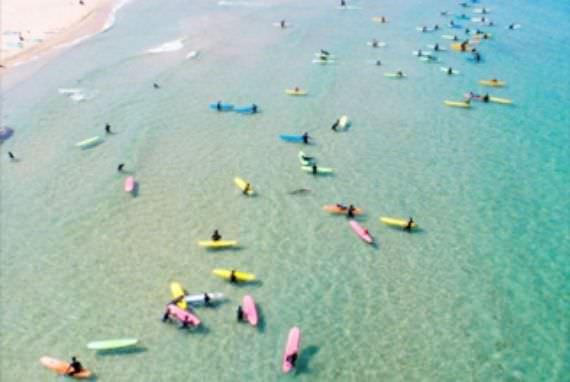 Kunjungi Pantai Jukdo, Destinasi Selancar Terkeren di Korea!