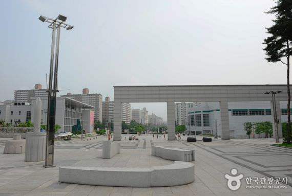 Pusat Seni Goyang Oulim Nuri