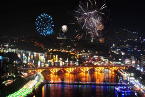 Festival (Lentera) Jinju Namgang Yudeung