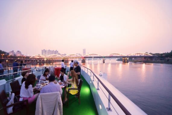 Nikmati Pertunjukkan K-Pop di Kapal Pesiar Sungai Hangang