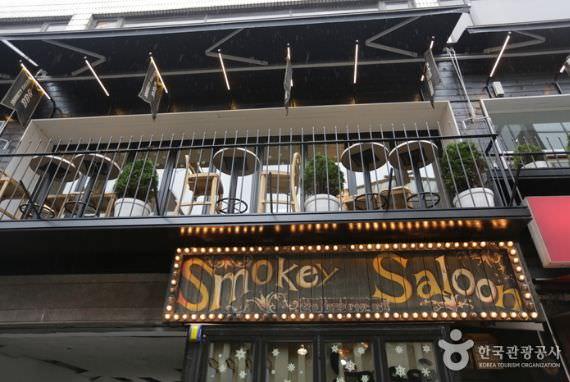 Restoran Smokey Saloon – Itaewon (Cabang Utama)