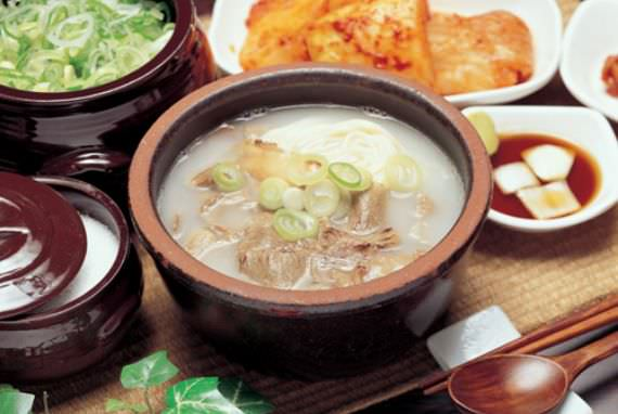 Restoran Gamiok Seolleongtang (sup tulang sapi)