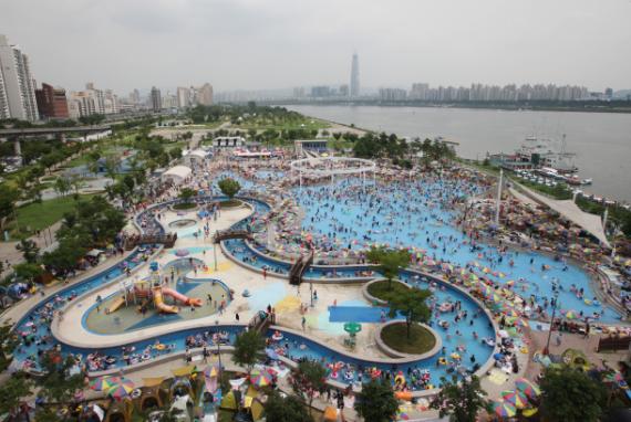 Kolam-Kolam Renang Outdoor Taman Hangang Telah Dibuka