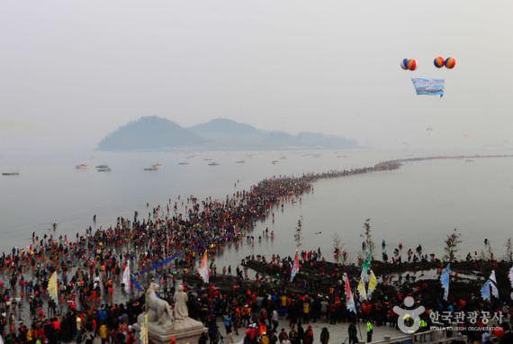 Festival 'Jalan Ajaib' Laut Jindo