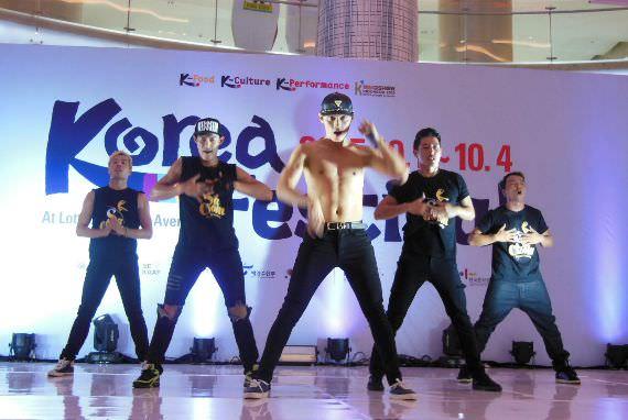 Pertunjukkan Sachoom di Korea Festival 2015