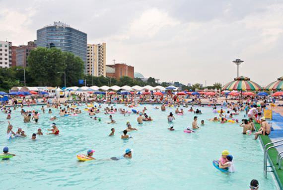 Kolam Renang Terbuka di Taman Yeouido Hangang