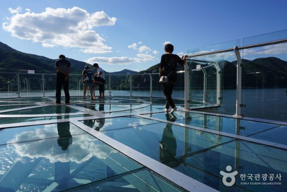 Skywalk di Danau Uiamho