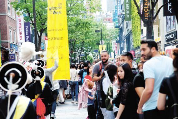 Tahun ini Catatan Terbanyak Wisatawan Asing ke Korea, 32 orang dalam 1 Menit