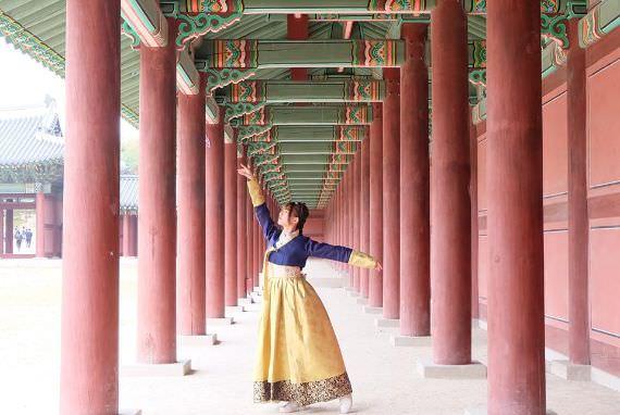Thennia Sari (Happy Moment in Korea Periode 3)