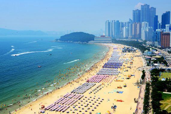 Mulai 1 Juni, Pantai Terbuka untuk Berenang