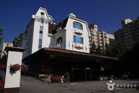 Hotel Donghwa Kim
