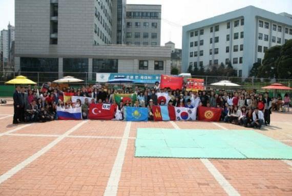 Pusat Bahasa dan Budaya Korea HUFS