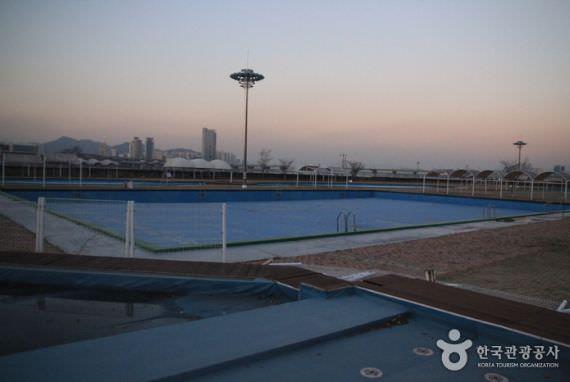 Kolam Renang Luar Ruang Jamsil Hangang Park