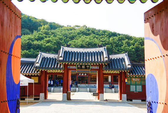 "Lokasi Syuting ""Love in the Moonlight"": Istana Hwaseong Haenggung di Suwon"