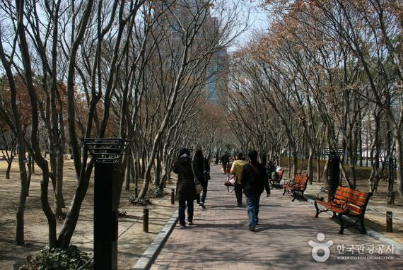 Taman Peringatan Gukchaebosang (dulunya Taman Dongin)