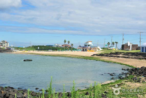 Pantai Sinyang (Seopjikoji)